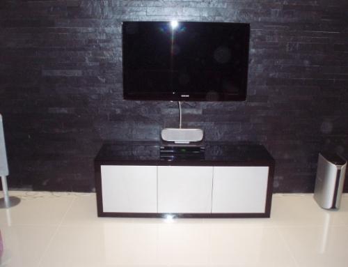Móvel de TV Lacado em Preto e Branco Alto Brilho